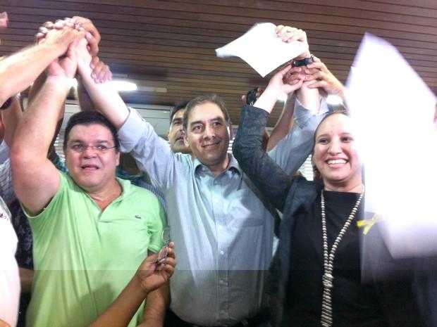 Bernal ao lado dos veradores Paulo Pedra (a direita) e Thais Helena (a esquerda) (Foto: Gabriela Pavão/ G1 MS)