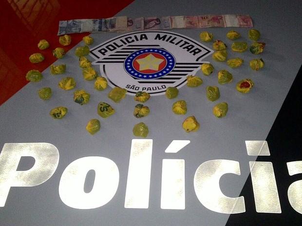 Droga foi apreendida em residência no Jardim Santa Mônica (Foto: Polícia Militar/Cedida)