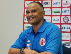 Oliveira Canindé - técnico do América-RN (Foto: Augusto Gomes/GloboEsporte.com)