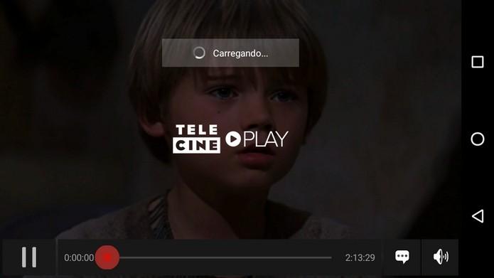 Filme sendo exibido no app do Telecine Play pelo celular (Foto: Reprodução/Raquel Freire)