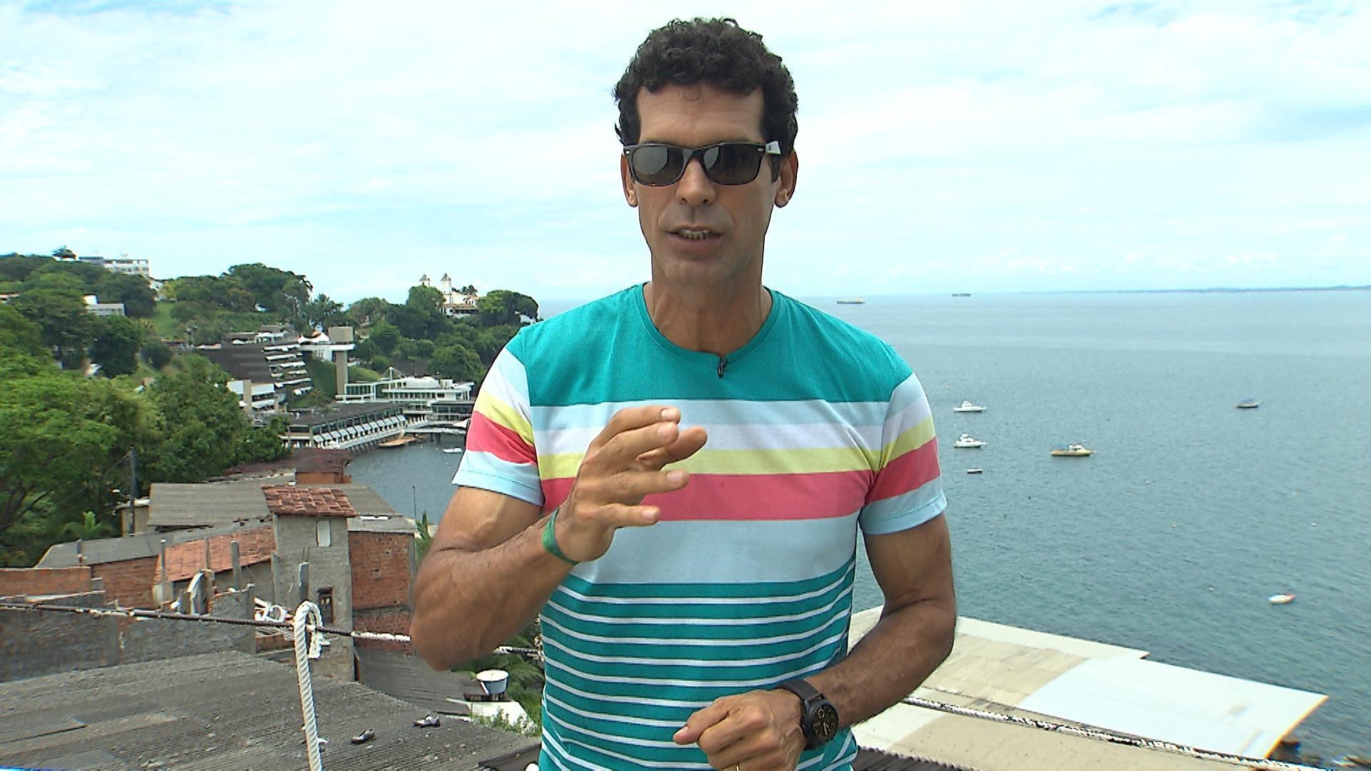 O ator Jackson Costa apresenta o Aprovado nas manhãs de sábado da TV Bahia (Foto: Divulgação)