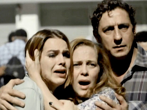 Vera, Ronaldo e Anita se desesperam com a cena (Foto: Malhação / TV Globo)