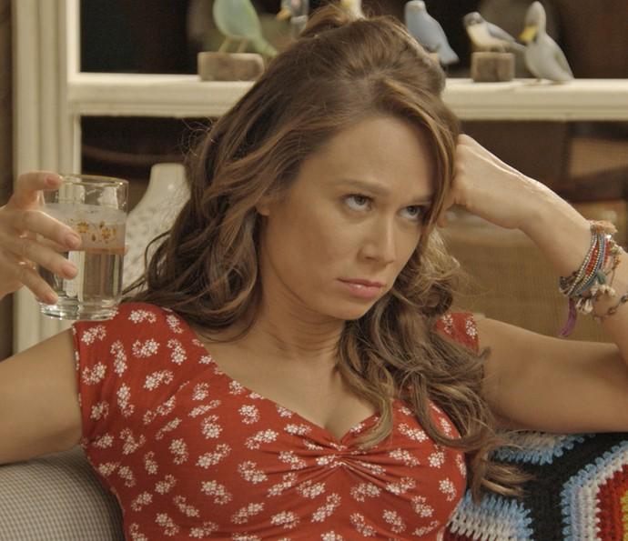 Tancinha fica chateada com as insinuações do noivo (Foto: TV Globo)