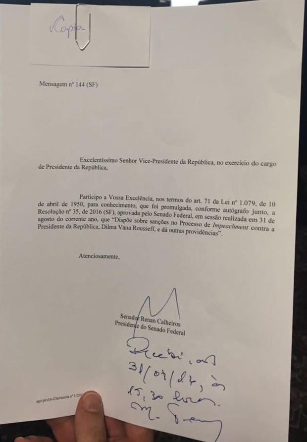 Notificação do Senado assinada por Temer (Foto: Roniara Castilhos/TV Globo)