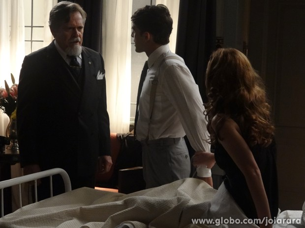 O dono da fundição diz que vai deserdar o filho (Foto: Joia Rara/TV Globo)
