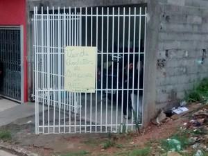 Meninas foram encontradas em casa no Jardim Scafid II em Itaquaquecetuba (Foto: Jamile Santana/G1)