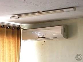 Escola conta com 16 aparelhos de ar-condicionado (Foto: Reprodução/RBS TV)