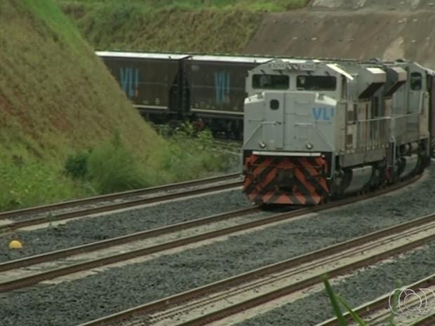 Trem parte de Goiás para o Maranhão pela Ferrovia Norte-Sul (Foto: Reprodução/ TV Anhanguera)