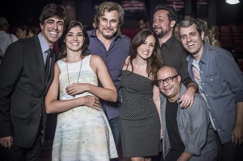 Edson Celulari com parte do elenco de 'Tá no ar' (Foto: Renato Rocha Miranda/TV Globo)