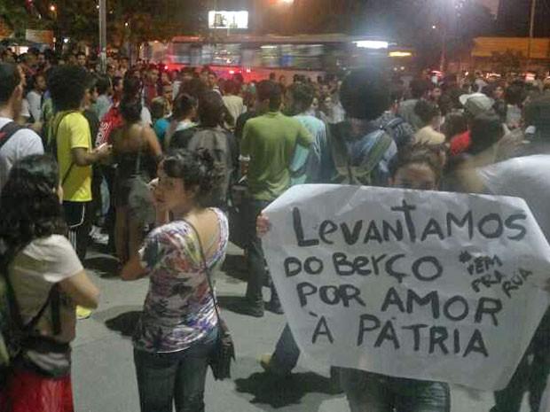 Ato interditada faixas de avenidas na área central da capital (Foto: Luna Markman/G1)