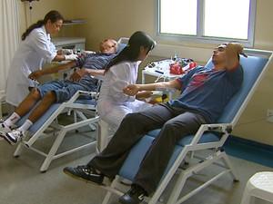 Coleta de sangue no hemonúcleo da Santa Casa de São Carlos (Foto: Reprodução/EPTV)