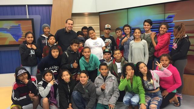 Alunos visitaram estúdios da RBS TV SC (Foto: RBS TV/Divulgação)