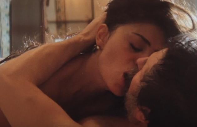 Juliana Paes e Antonio Calloni em cena de sexo da série 'Dois irmãos', baseada no livro homônimo de Milton Hatoum (Foto: Reprodução)