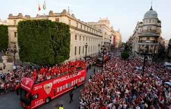 Sevilla é recebido por multidão em festa pelo título da Liga Europa; fotos
