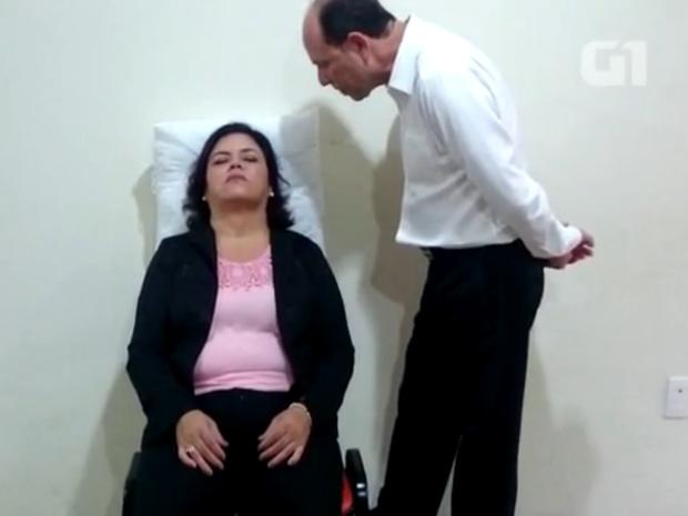 G1 acompanhou sessão de hipnose  (Foto: Tássia Lima/ Reprodução)