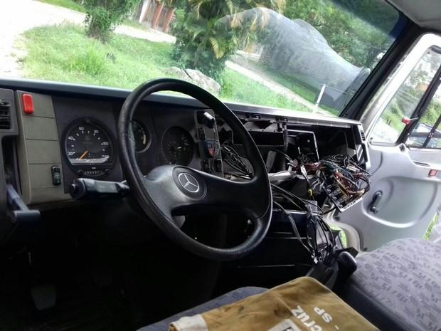 Veículo foi recuperado na altura do km 97 (Foto: Divulgação/PRF)