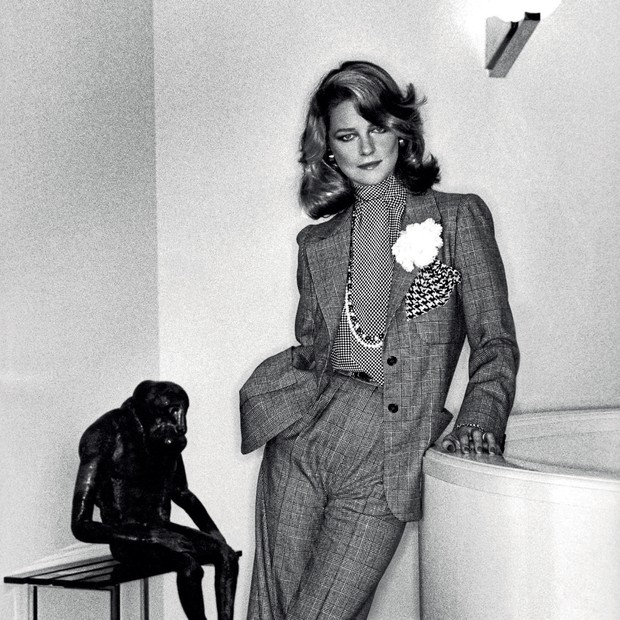 Charlotte Rampling fotografada por Helmut Newton, em 1973, vestindo Saint Laurent (Foto: Christian Vierig/Getty Images, Hulton-deutsch Collection/Corbis/Corbis Via Getty Images, National Gallery/London, Kirstin Sinclair/getty Images, Imaxtree e Divulgação)
