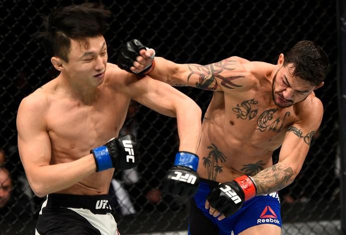 Cub Swanson x Doo Ho Choi UFC 206 (Foto: Getty Images)