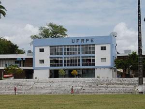 Professores da UFRPE aderiram à paralisação (Foto: Vanessa Bahé / G1)