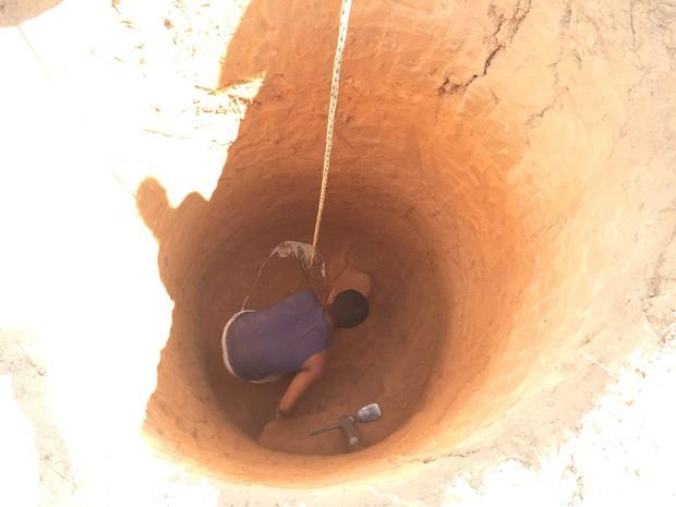 Em busca de água, agricultores tem que aumentar profundidade de poços (Foto: Inaê Brandão/ G1 RR)