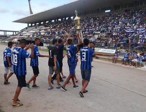 Time Sub-17 do CSA comemora o título no Rei Pelé (Foto: Augusto Oliveira / GloboEsporte.com)