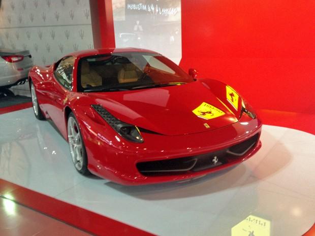 Ferrari 458 Italia exposta antes da abertura do Salão do Automóvel de 2014 (Foto: André Paixão/G1)