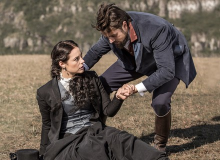 Melissa forja queda de cavalo para impressionar Felipe