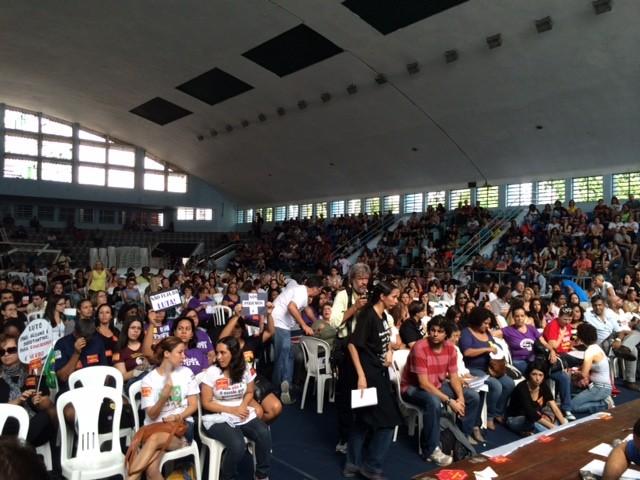 Professores fazem assembleia na Tijuca, Zona Norte do Rio (Foto: Gabriel Barreira/G1)