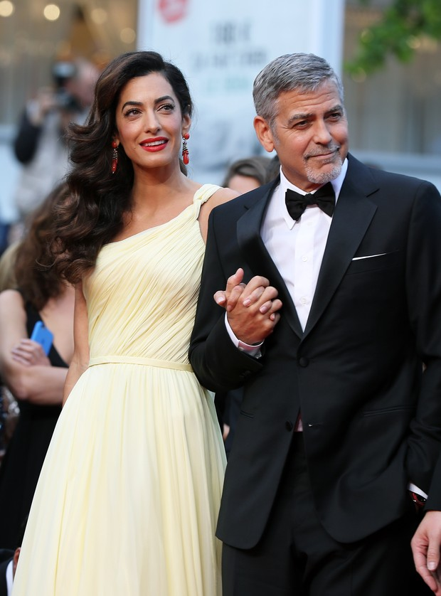 Amal Alamuddin e George Clooney na première de Jogo do Dinheiro, no Festival de Cannes (Foto: AFP)