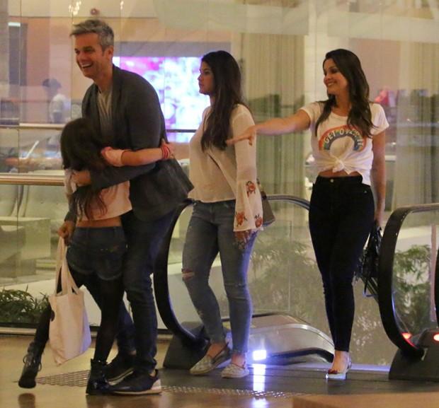 Otaviano Costa, Giulia, Flávia Alessandra e Olivia (Foto: Fabio Moreno/Agnews)
