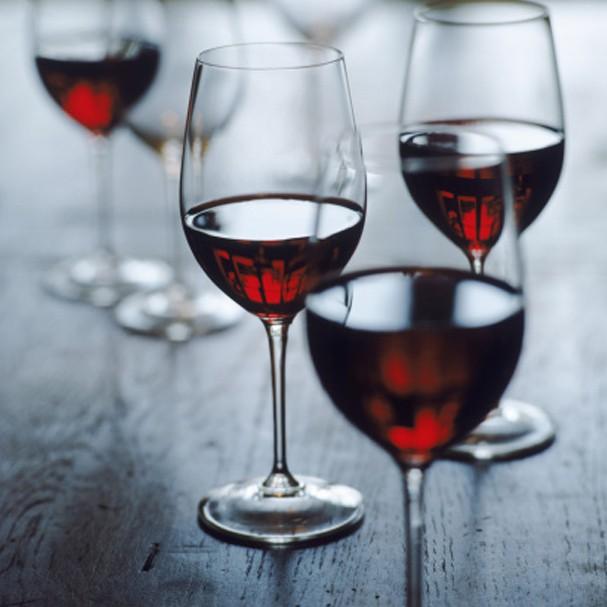 Uma taça de vinho traz os mesmos benefícios que uma hora na academia