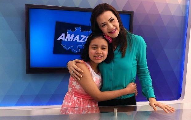 Ao lado de Cleo, Eyme visita os estúdios dos telejornais da Rede Amazônica (Foto: Arquivo Pessoal)