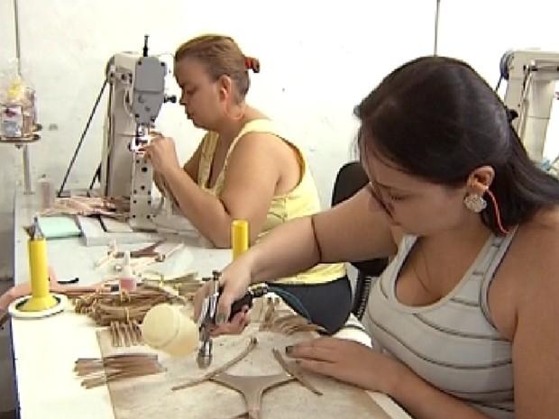 Indústrias de Birigui estão contratando mais funcionários  (Foto: Reprodução / TV Tem)