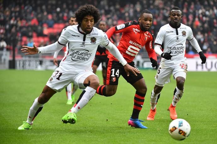 Dante em ação pelo Nice diante do Rennes (Foto: Reuters)