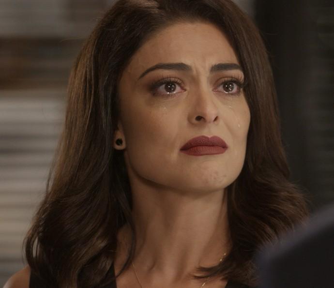 Carolina fica desolada (Foto: TV Globo)