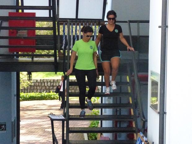 Mona e Fátima se exercitam também nas escadas do Projac (Foto: Encontro com Fátima Bernardes/ TV Globo)