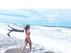 Ex-BBB Ana Paula posa de biquíni em praia: 'Ceará é vida'