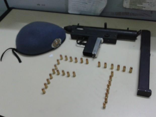 Arma estava com 31 munições intactas no cartucho (Foto: Divulgação/Polícia Militar)
