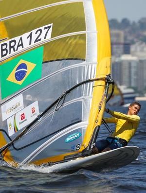 Atleta Gabriel Bastos, de 20 anos, foi o segundo melhor brasileiro na Copa Brasil de Vela (Foto: Fred Hoffman/Confederação Brasileira de Vela)