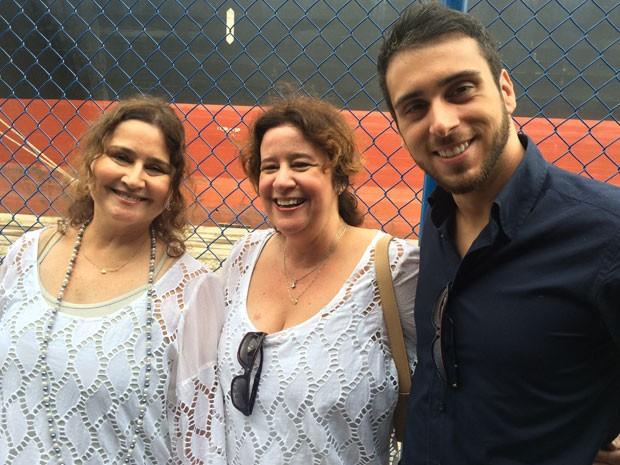 """As advogadas Cristina e Regina se casaram sob o olhar admirado de Marcelo, filho de Cristina. """"Já a vi xasar outras vezes, mas é maravilhoso vê-las juntas"""", disso o jovem. (Foto: Daniel Silveira / G1)"""
