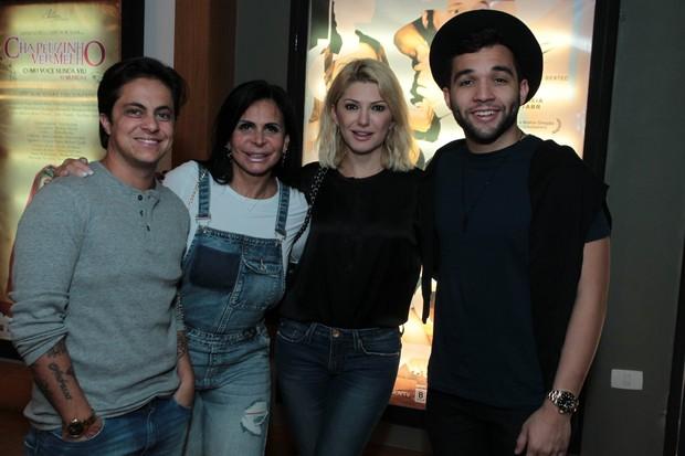 Thammy, Gretchen, Antonia Fontenelle e Jonathan Costa assistem a peça no Rio (Foto: Marcello Sá Barretto / AgNews)