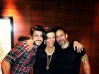 Narcisa posa com Marc Jacobs e o namorado do estilista