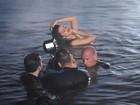 Sensual, Selena Gomez grava clipe na água