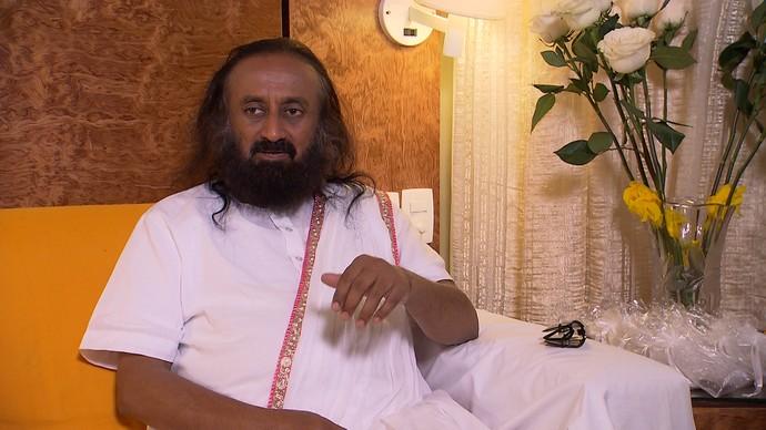 Líder espiritual Sri Sri Ravi Shankar dá conselhos sobre respiração e autocontrole (Foto: TV Bahia)