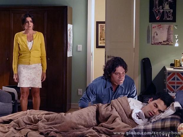 Preocupado, Perácio visita o filho e acaba revelando a verdade a ele (Foto: Sangue Bom/TV Globo)