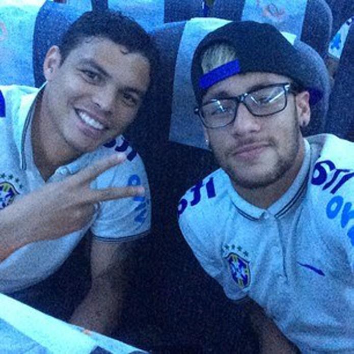 Selfie de Neymar e Thiago Silva foi a foto mais compartilhada no Facebook (foto: Reprodução/Facebook)