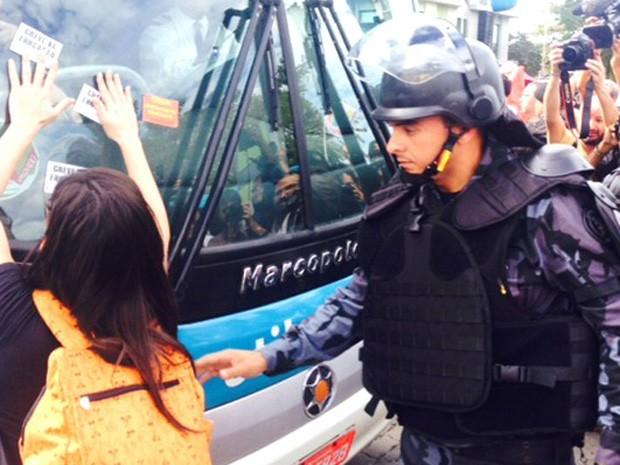 Choque participou da ação (Foto: Marcelo Baltar/GloboEsporte.com)