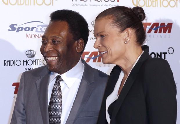 Pelé e a Princesa Stephanie (Foto: AFP)