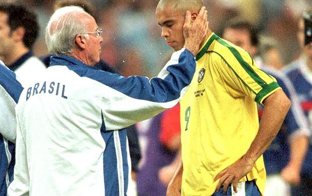 Zagallo e Ronaldo na final da Copa de 1998 (Foto: Arquivo)