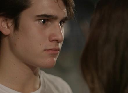 Luciana diz para Rodrigo que está gostando de Pedro